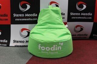 Foodin logolla säkkituoli